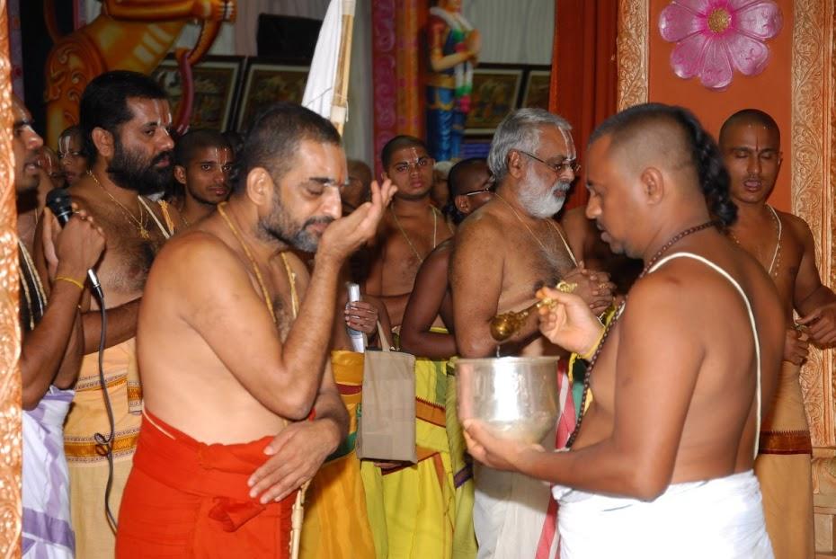 SwamiTakingTheertham