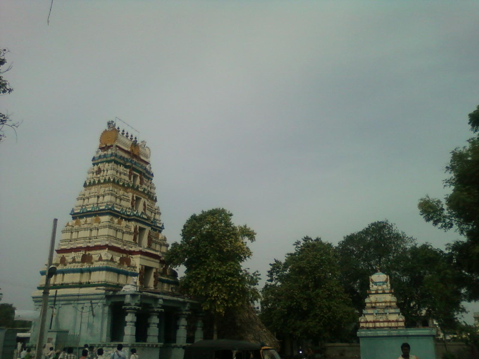 Amaravati_Amareswara_temple_gopuram_HariOme