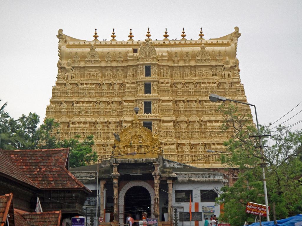 sri-padmanabhaswamy-temple-thiruvananthapuram_9235532_l